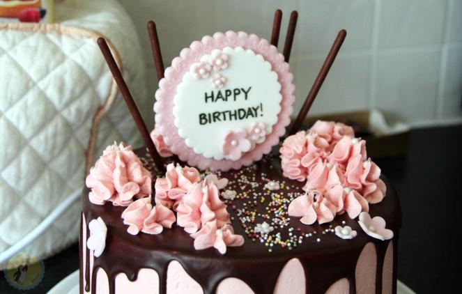 Pink Drip Cake 02
