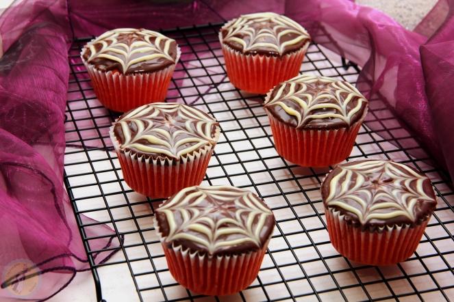 Spiderweb Cupcakes 02