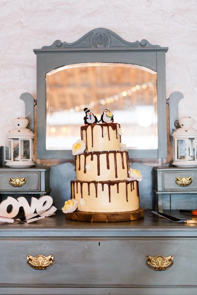 Making a wedding cake 01