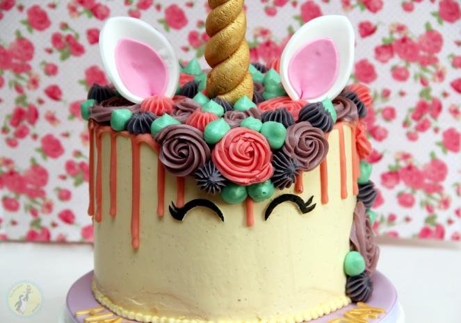 Unicorn drip cake 04