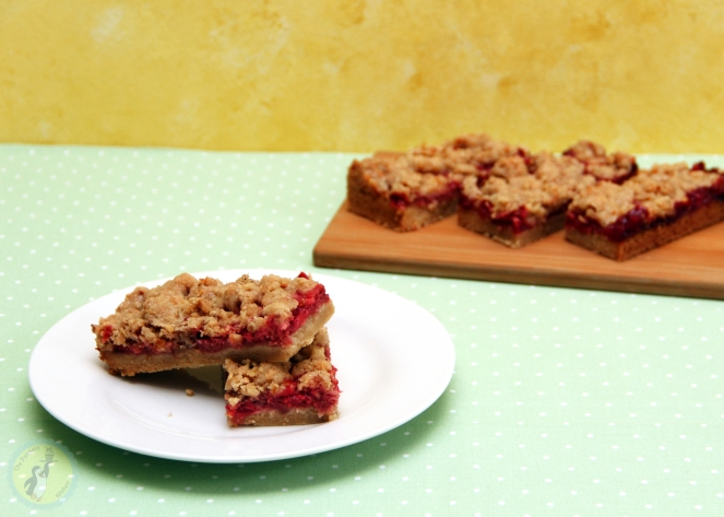 Strawberry Crumble Cookie Bars 01